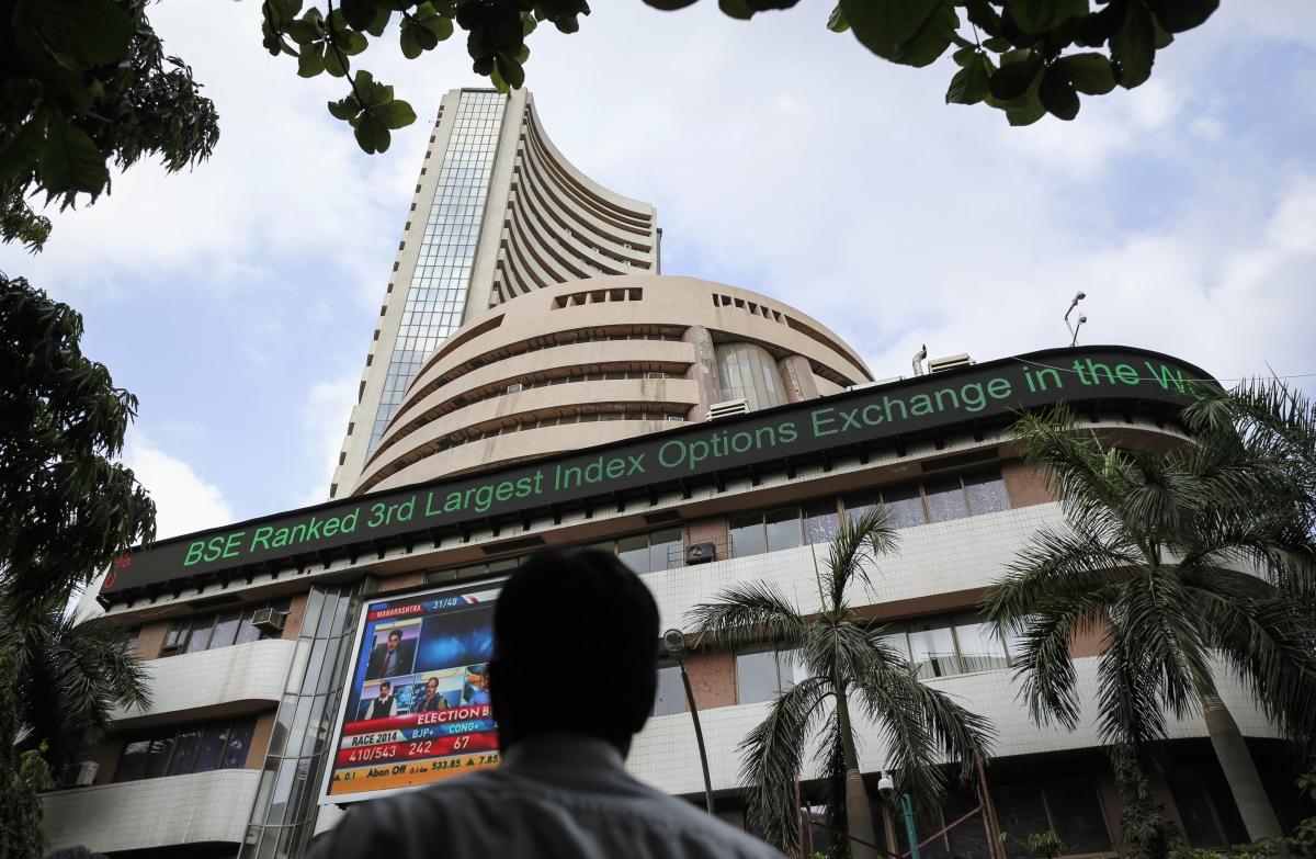 शेयर बाजार में आई गिरावट, सेंसेक्स 300 अंक लुढ़का