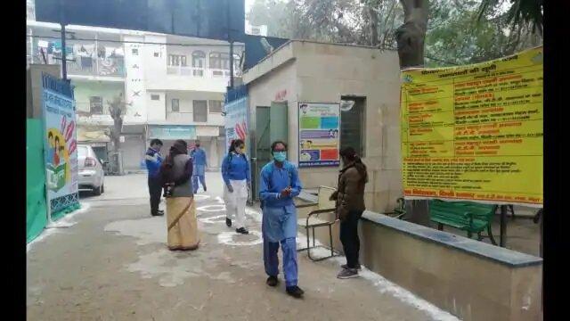 दिल्ली-10 महीने बाद खुले स्कूल, छात्रों का हुआ भव्य स्थागत