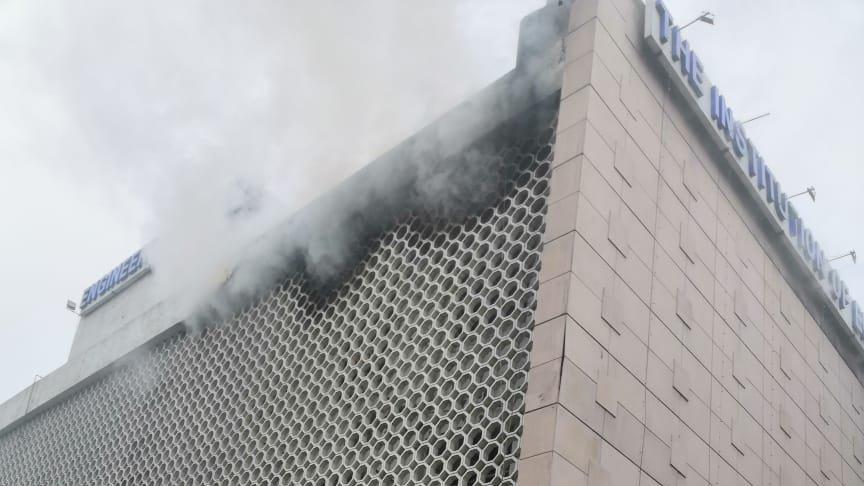 दिल्ली ITO के इंजिनियर्स भवन में आग लगी, फायरब्रिगेड कर्मी ने एक गार्ड को बचाया