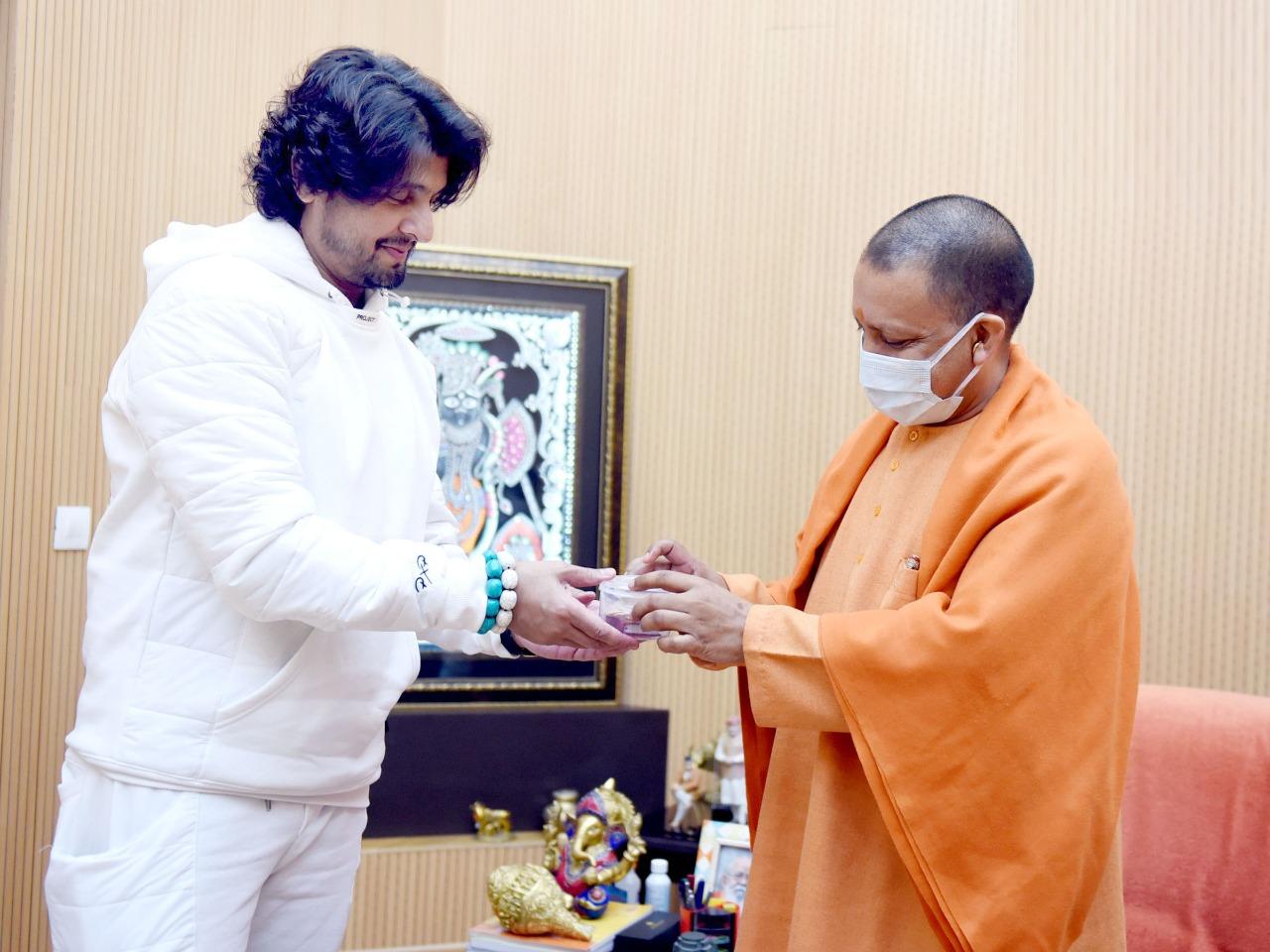 लखनऊ-सिंगर सोनू निगम ने की मुख्यमंत्री योगी आदित्यनाथ से मुलाकात