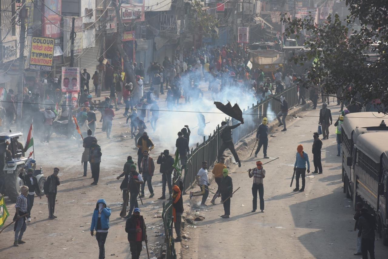 हिंसा करने वाले किसानों पर गृहमंत्रालय का बड़ा एक्शन, पुलिस ने जारी किया लुक ऑउट नोटिस