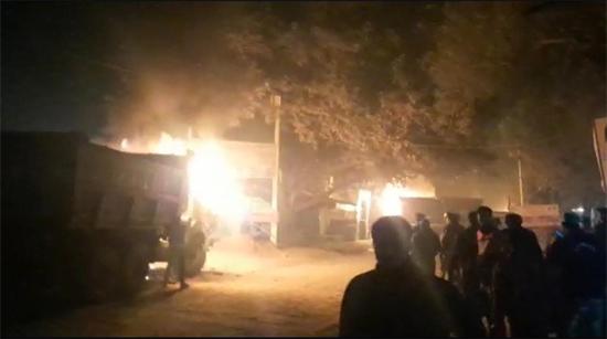 कानपुर-डंपर की टक्कर से महिला की मौत, गुस्साए ग्रामीणों ने की आगजनी, 8 लोग गिरफ्तार