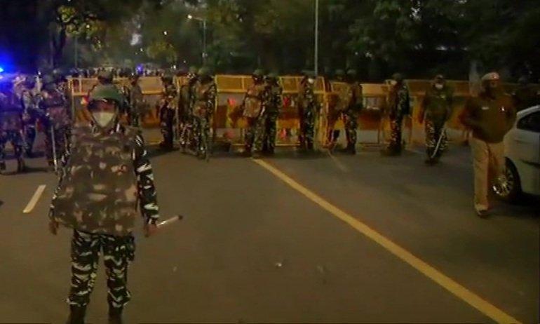 वीडियो-दिल्ली के इजरायली दूतावास के पास धमाका, कई कारों के शीशे टूटे