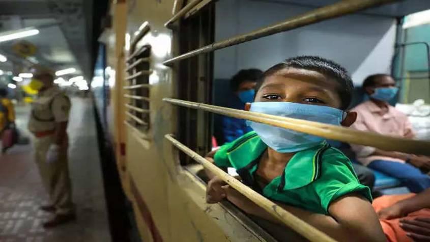 ट्रेन में नहीं मिल रहा खाना, नोडल अफसर ने मजदूर से कहा- ''तो कूद जाओ ट्रेन से...'', जानिए क्या है पूरा मामला