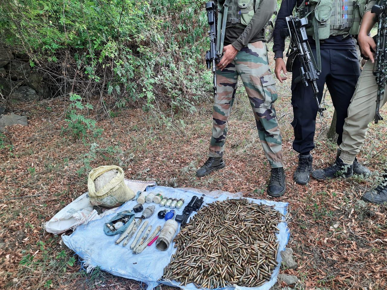 अवंतीपोरा में धमाका हुआ और भारी मात्रा में हथियार और गोला-बारूद बरामद: पुलिस
