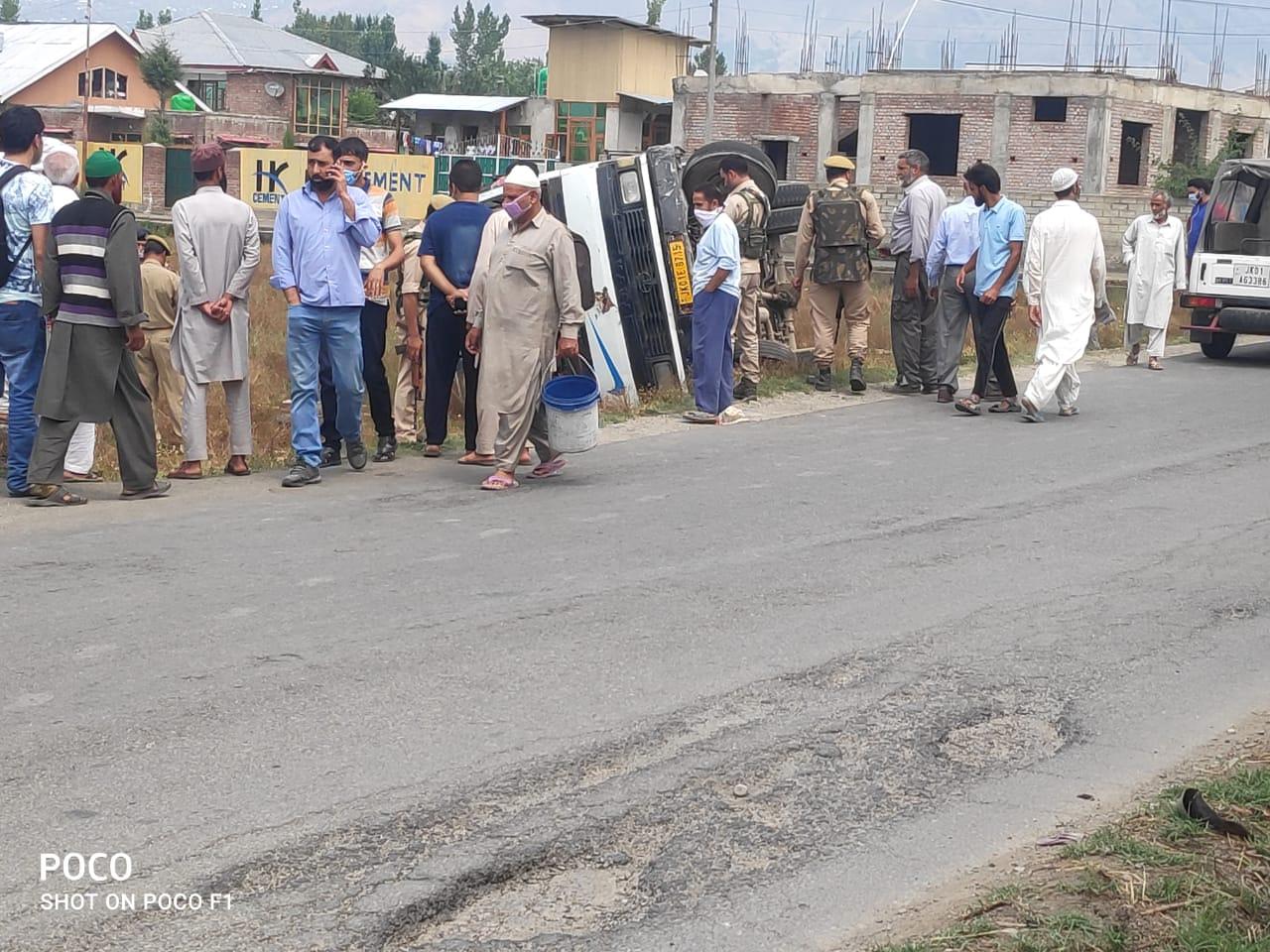 गांदरबल में सड़क दुर्घटना में 12 घायल