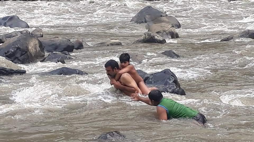 बारामूला में झेलम नदी में अचानक जल स्तर बढ़ने से फंसे लड़के को बचाया गया