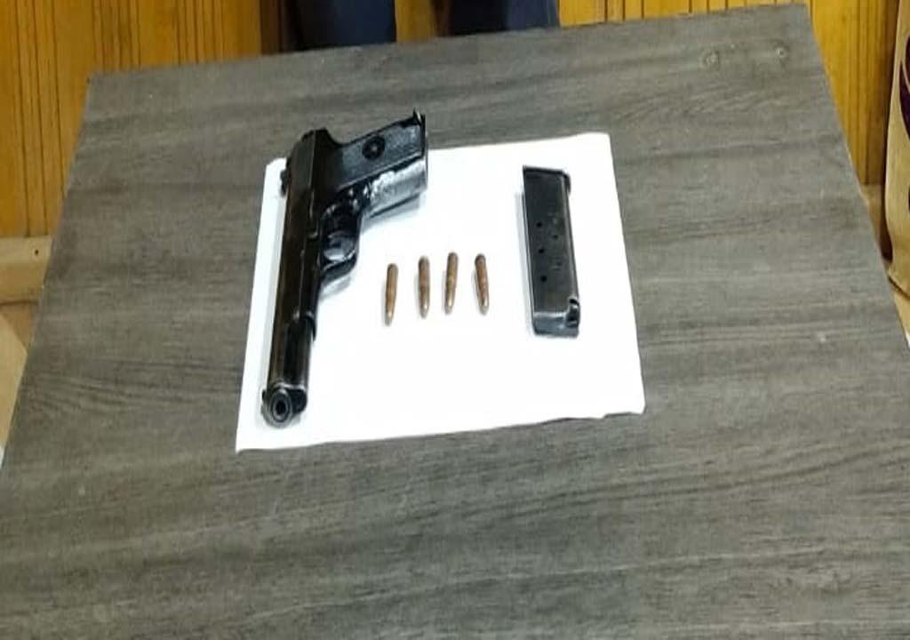 बांदीपोरा पुलिस ने नए भर्ती हुए आतंकवादी को हथियार और गोला बारूद के साथ गिरफ्तार किया