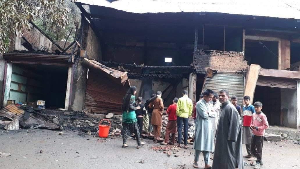 कुपवाड़ा में एक दर्जन दुकानों में आगजनी