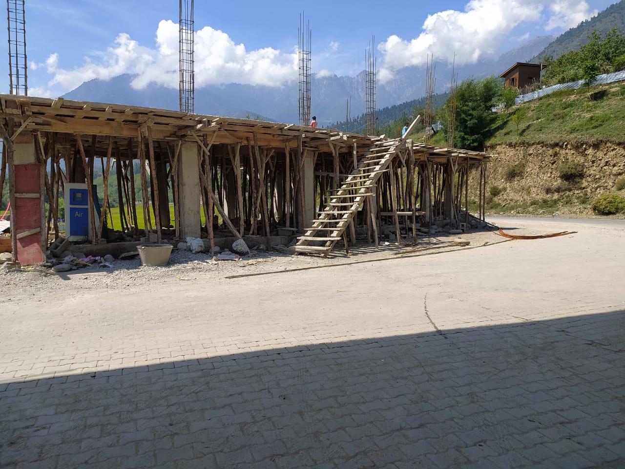श्रीनगर-लेह राजमार्ग के साथ अवैध निर्माण का कोई अंत नहीं, राजस्व विभाग कहीं नहीं दिखता