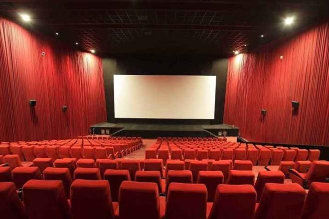 कोरोना वायरस से हांफ रहा सिनेमा उद्योग, ओवरसीज मार्केट में फिल्मों को रोजाना करोड़ों रुपये का नुकसान