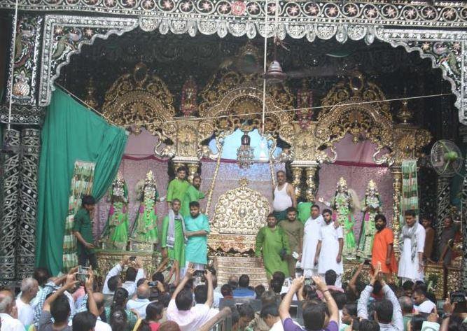 मथुरा में अब खुलेंगे ''कोविड दिशानिर्देश के तहत मंदिर