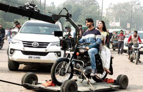 लखनऊ में शुरु हुयी बॉलीवुड फिल्म की शूटिंग- स्टारकास्ट सहित पहुंची पूरी यूनिट लखनऊ-जानिये कौन सी फिल्म है ये
