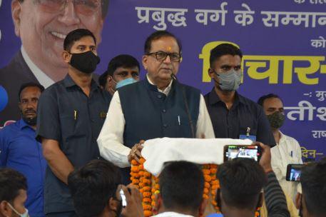सीतापुर और लखीमपुर में बसपा का ब्राह्मण सम्मेलन- प्रदेश सरकार में दलित व ब्राह्मण समाज के लोगों पर हो रहा अत्याचार-सतीश मिश्रा
