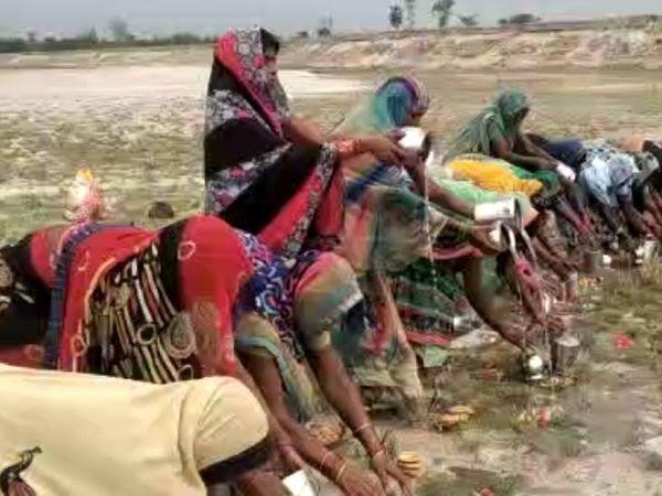 उत्तर प्रदेश मे कई जिलें मे अंधविश्वास व्याप्त- अजीब तरीके अपनाकर भगा रहे कोरोना
