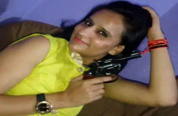 कानपुर में बीजेपी युवा मोर्चा की जिलामंत्री को रिवाल्वर रानी का खिताब क्यो