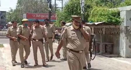 मथुरा में पुलिस चौकी के पास दिन दहाड़े हुई लूट- अखिलेश यादव सरकार के खिलाफ किया ट्वीट