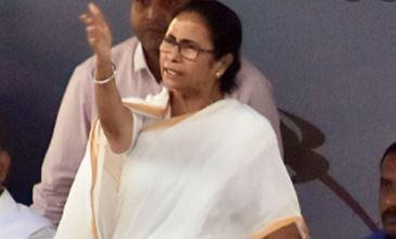ममता बनर्जी ने किया सरकार पर वार- केन्द्र का पैसा लग रहा है जासूसी में