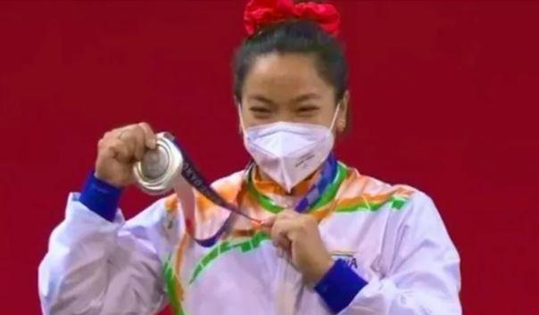 21 साल बाद ओलंपिक में भारत को वेटलिफ्टिंग में मिला पदक- मीराबाई चीनू ने बढ़ाया देश का गौरव