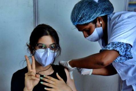 रिकार्ड वैक्सीनेशन यूपी में 30 लाख से ज्यादा लोगों को लगी वैक्सीन