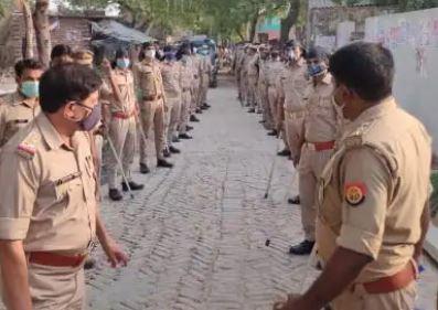 यूपी पंचायत चुनाव LIVE : शाहजहांपुर में मतदान के दौरान चले लाठी डंडे, फायरिंग के बाद मची भगदड़