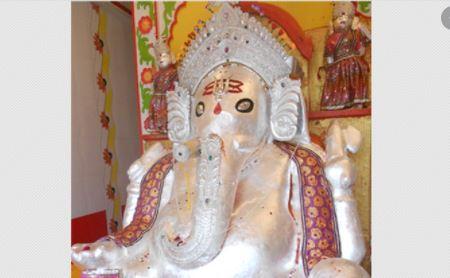 गजानन की गोबर की मूर्ति करती है सबकी मनोकामना पूरी- कहां है गोबर गजानन का ये मंदिर