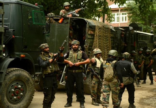 ऑपरेशन ऑलआउट का दिखा असर, घाटी में सुरक्षाबलों ने 3 आतंकियों को मार गिराया