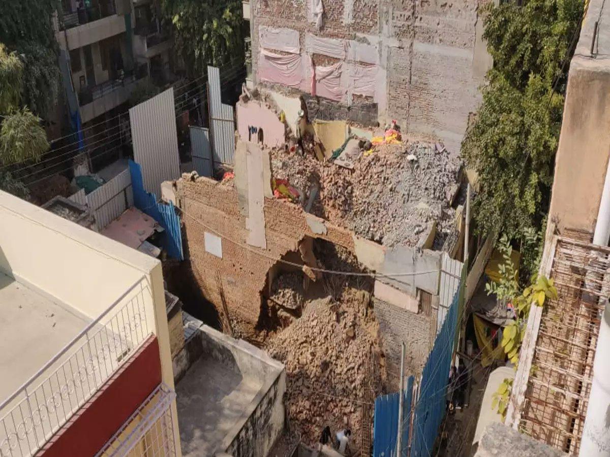नई दिल्ली-फैक्ट्री की छत गिरने से 4 मजदूरों की मौत