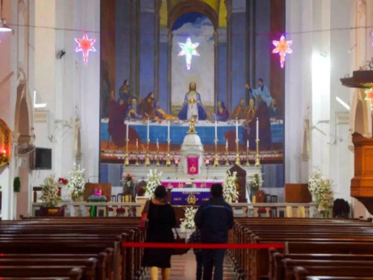 लखनऊ: कोरोना प्रोटोकॉल के तहत मनाया जा रहा क्रिसमस