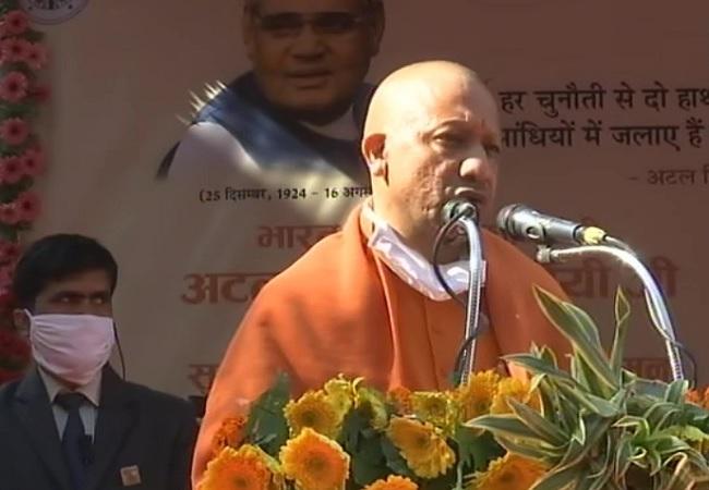 सीएम योगी का बयान, UPA के कार्यकाल में सबसे ज्यादा किसानों ने की आत्महत्या