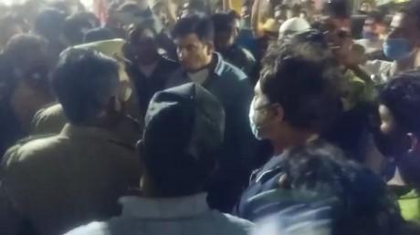 सपा विधायक की गुंडई पुलिस से बोले 'अब तुम रहोगे या मैं'