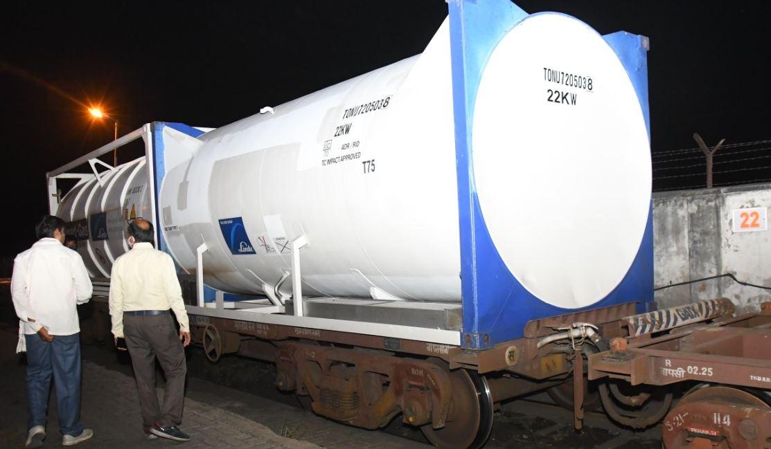 40 टन ऑक्सीजन के साथ ट्रेन टाटा नगर से आई कानपुर
