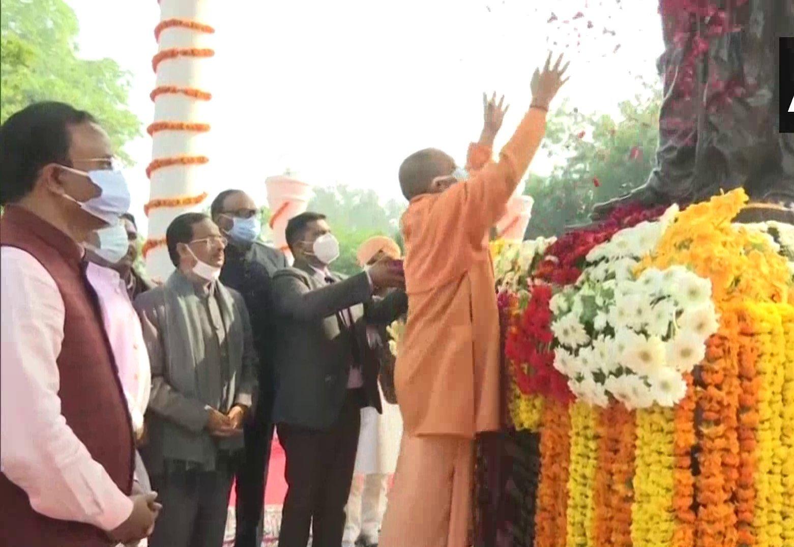 मुख्यमंत्री योगी ने दीनदयाल उपाध्याय को पुण्यतिथि पर दी श्रद्धांजलि