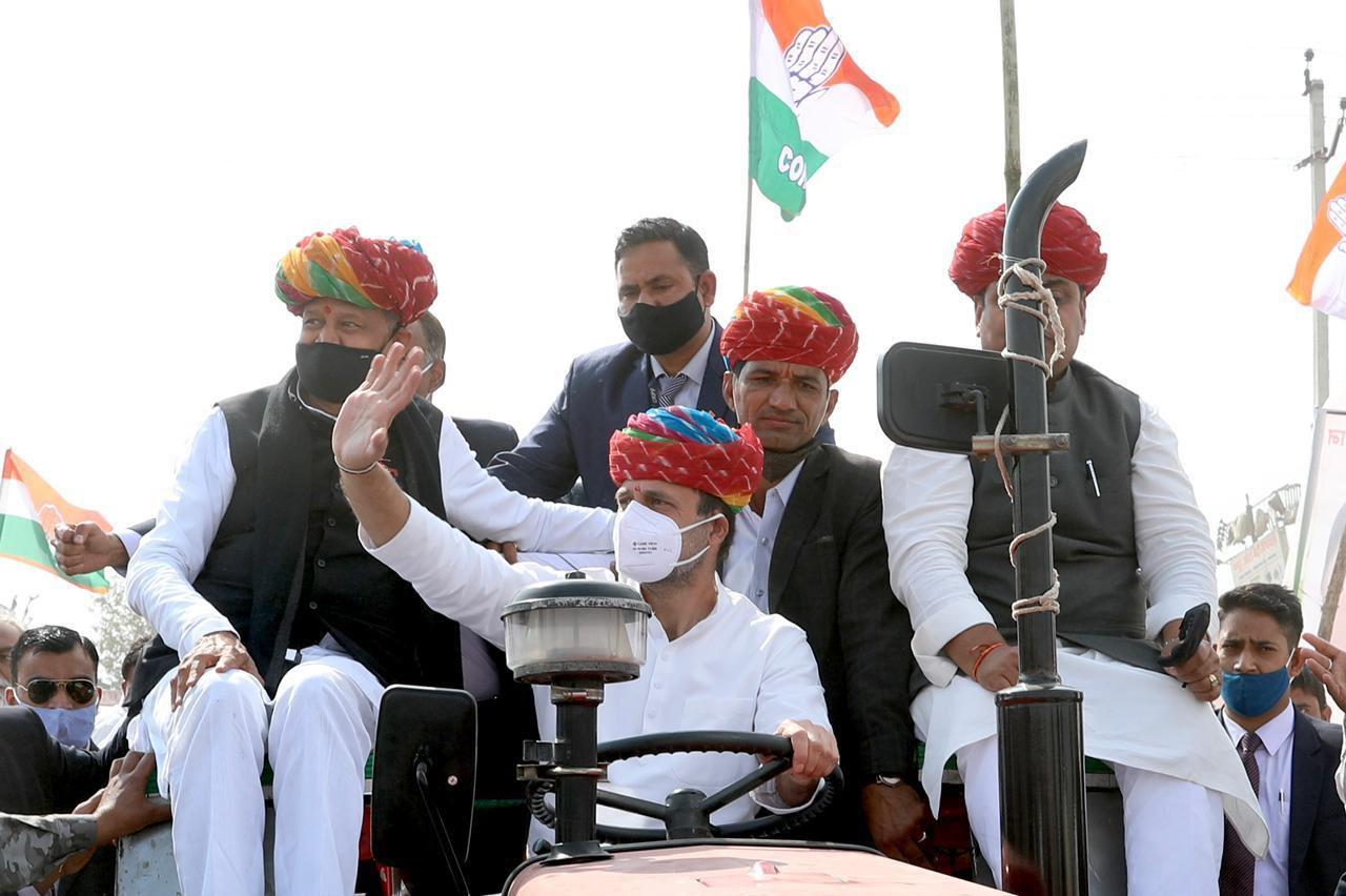 अजमेर में राहुल गांधी ने खुद चलाया ट्रैक्टर, किसानों को लेकर मोदी सरकार पर साधा निशाना