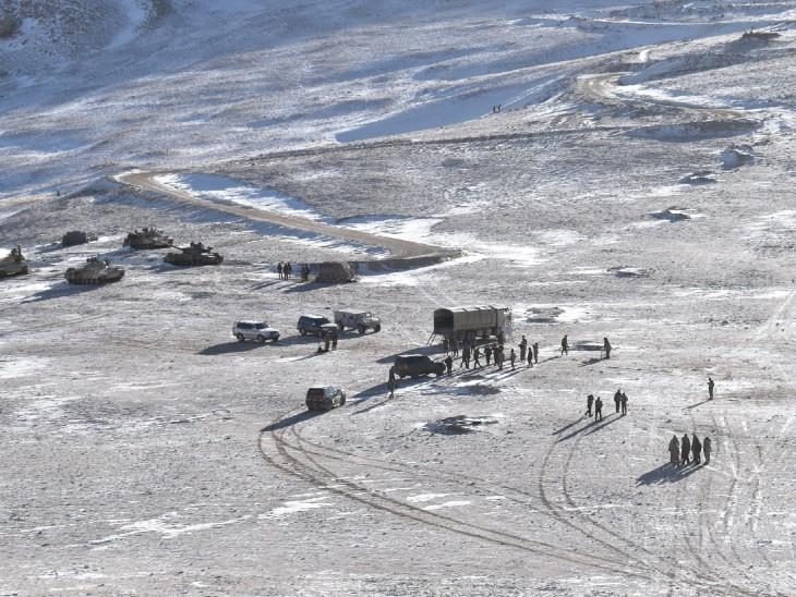 पैंगोंग झील के फिंगर 4 क्षेत्र से पीछे हटी चीनी सेना, बंकर-तंबू को दिया उखाड़