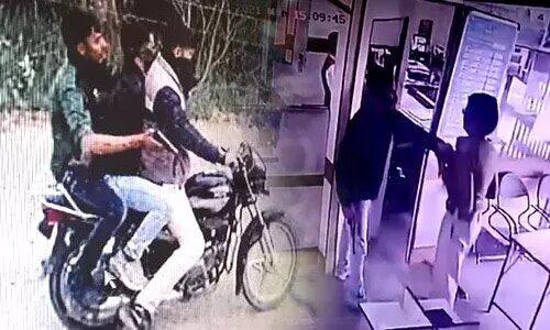 आगरा: केनरा बैंक में लूट करने वाले बदमाश सीसीटीवी में कैद