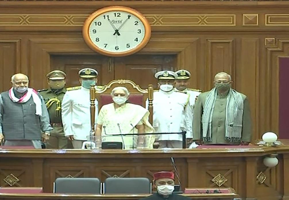 यूपी विधानसभा के बजट सत्र की शुरुआत, राज्यपाल के अभिभाषण के दौरान सपा का हंगामा