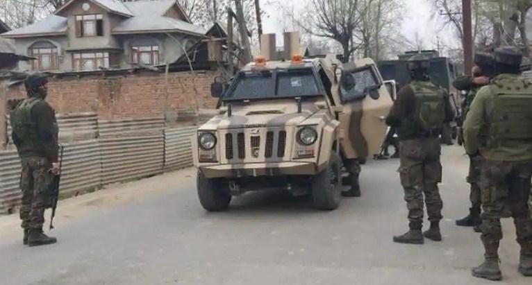 जम्मू-कश्मीर:शोपियां में सुरक्षाबलों ने तीन आतंकियों को मार गिराया, बडगाम मुठभेड़ में एसपीओ शहीद