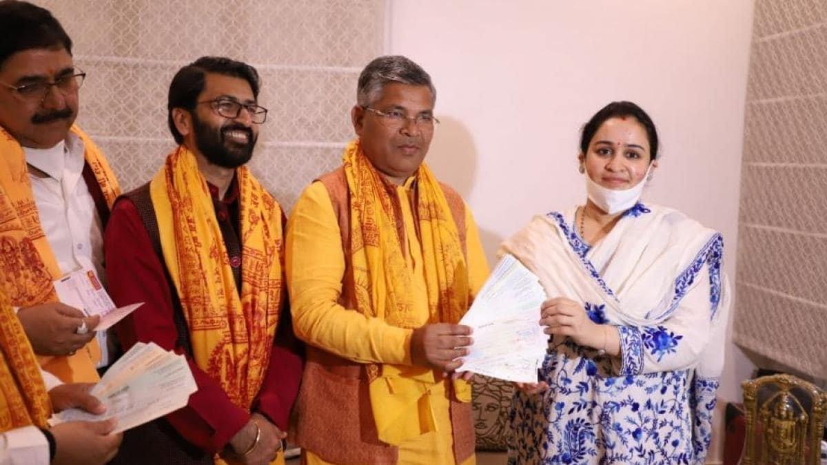 मुलायम सिंह की छोटी बहू ने राममंदिर निर्माण के लिए दिए 11 लाख रुपए