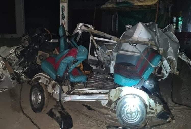 मथुरा में भीषण सड़क हादसा, 4 लोगों की मौत, आगे चल रहे ट्रक में घुसी बेकाबू कार