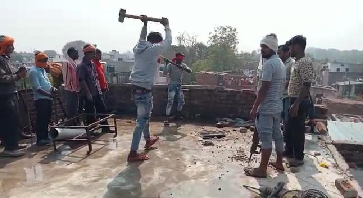 कानपुर में ड्रग माफिया सुशील बच्चा का अवैध मकान ध्वस्त
