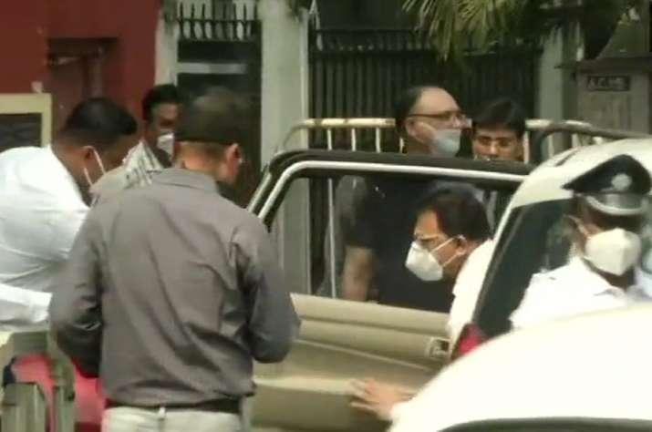 कोयला घोटाला: अभिषेक बनर्जी से घर से निकली CBI, पत्नी रुजिरा से की करीब दो घंटे पूछताछ