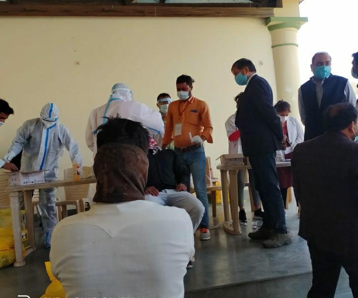 यूपी में फिर बढ़ रहा है कोरोना कहर, लखनऊ और प्रयागराज के स्कूल पहुंचा वायरस