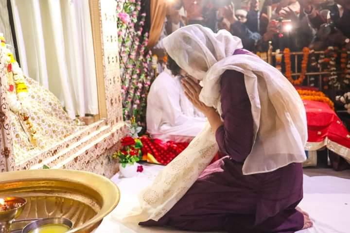 काशी में प्रियंका गांधी का भव्य स्वागत, संत रविदास के आगे मत्था टेका, लंगर छका