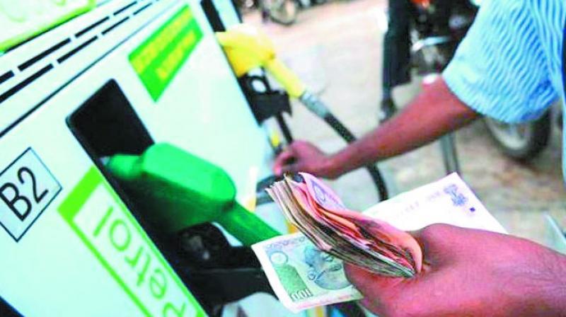 पेट्रोल-डीजल के दामों में एक बार फिर बढ़ोत्तरी, 24 पैसे प्रति लीटर महंगा हुआ पेट्रोल
