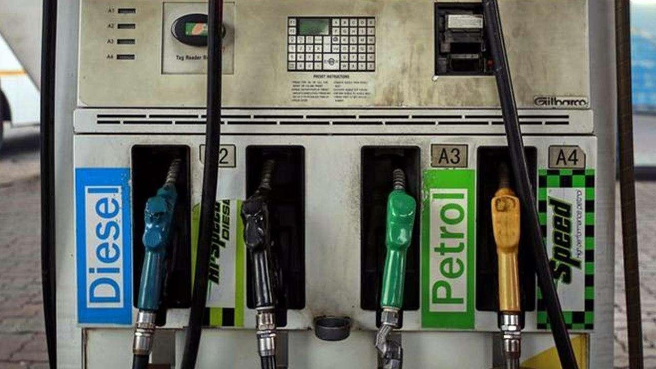 नहीं थम रहा बढ़ोतरी का सिलसिला, ऐतिहासिक ऊंचाई में पेट्रोल-डीजल के दाम