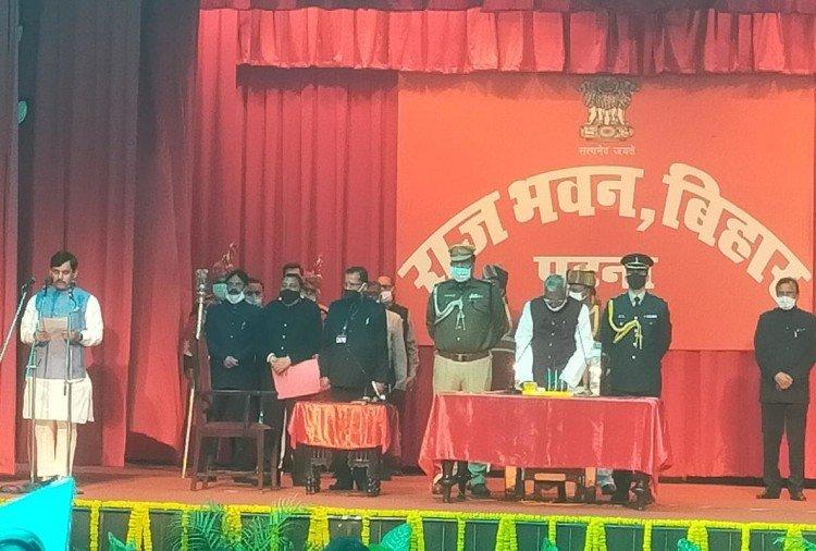 बिहार: नीतीश कैबिनेट का विस्तार, शाहनवाज बने मंत्री, सुशांत के भाई नीरज को भी जगह