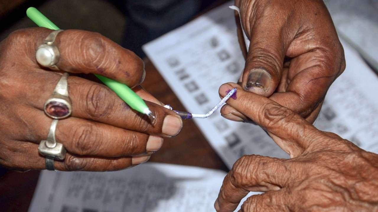 यूपीः पंचायत चुनाव में 5 से अधिक लोगों के साथ प्रचार करने पर रोक, कोरोना के कारण फैसला