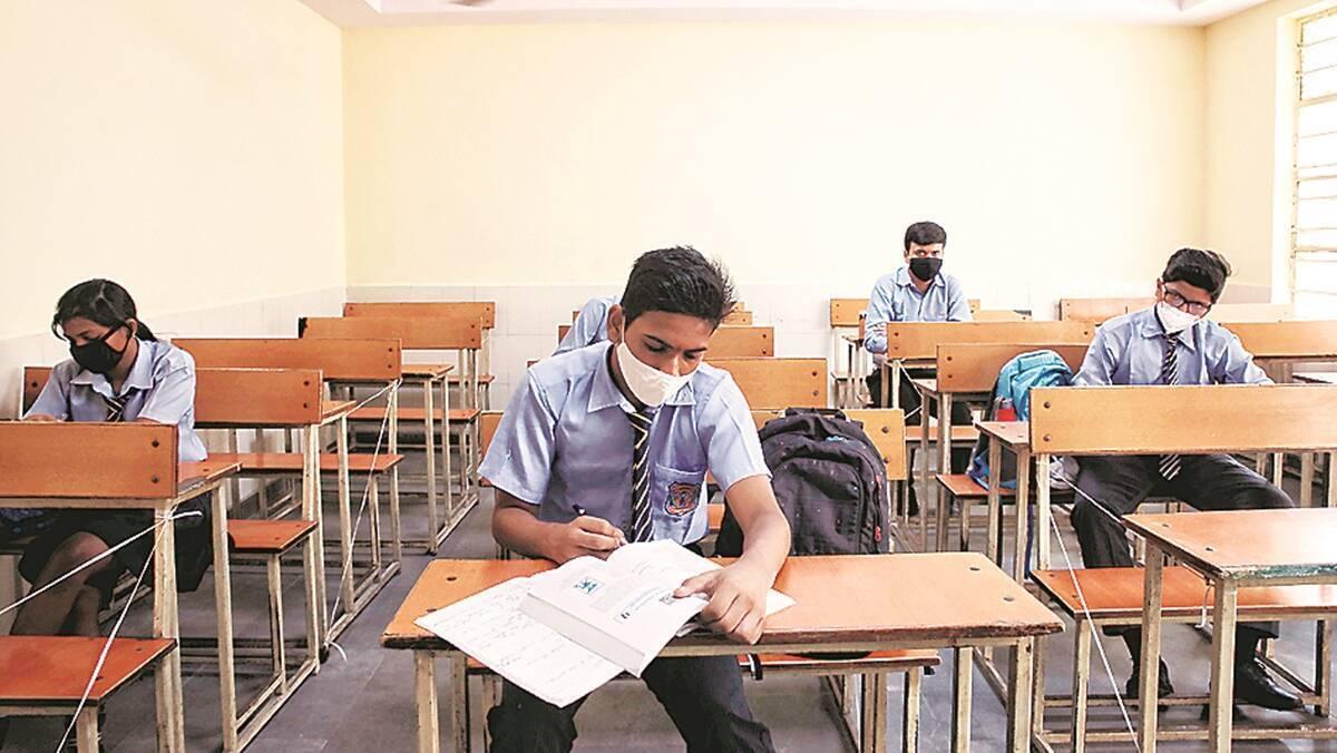 कोरोना का बढ़ता कहर: महाराष्ट्र में 10वीं और 12वीं बोर्ड की बोर्ड परीक्षा स्थगित