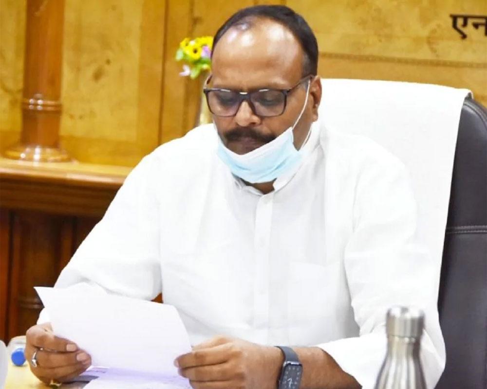 योगी के मंत्री ने खोली स्वास्थ्य व्यवस्था की पोल, चिट्ठी में लिखा-न एंबुलेंस, न बेड और न ही हो रही जांच